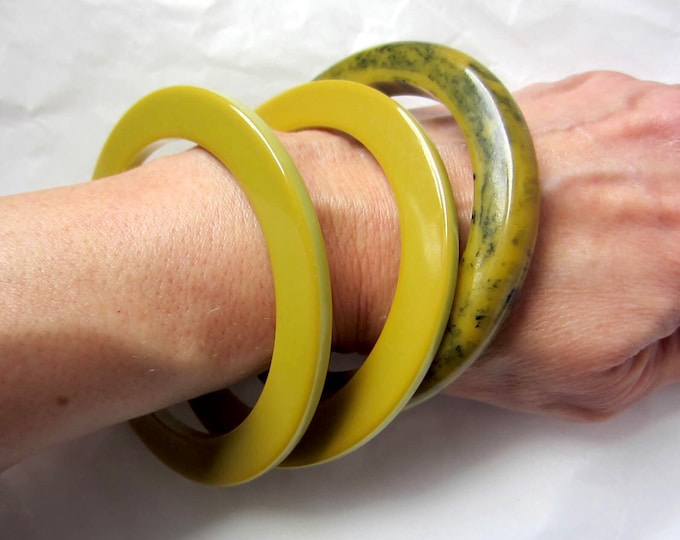 """3 BAKELITE tested drab/fatigue Green Bangle Bracelets: two """"flat""""; one """"inky"""" marbled ~52 gms of unique costume jewelry"""