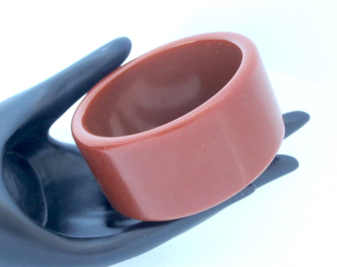 Bakelite tested big, bold, toffee color MODERNIST Bangle Bracelet ~63 gm of yummy vintage costume jewelry