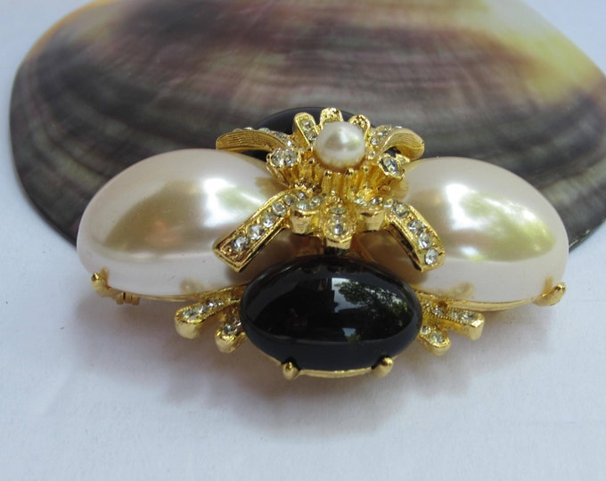 Joan Rivers signed Black & White pearl bead and crystal PIN ~pretty, vintage costume jewelry