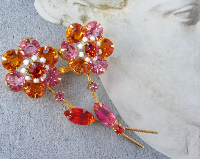 Juliana or Czech vivid Pink, Orange crystal, gold tone, twisted stem FLOWER Pin ~pretty, dimensional vintage costume jewelry