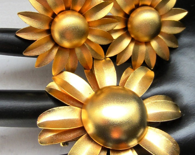 Elegent GOLDEN flower power domed ENAMEL pin & earring set ~lovely vintage costume jewelry