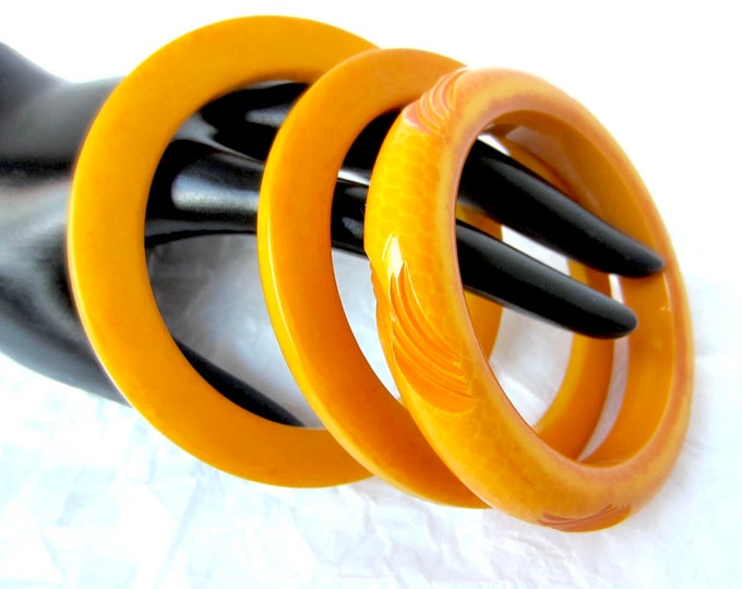 3 BAKELiTE Tested Butterscotch Bangles: 1 carved/laminated, 2 cog wheels ~65 gm set of early plastic costume jewelry