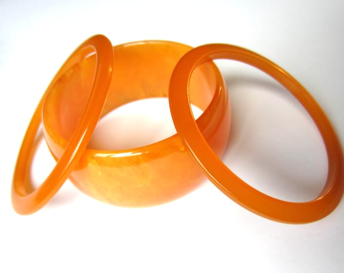 Bakelite tested trio of delicate ORANGE bangle bracelets, one End-of-the-Day ~total 60 gms of wonderful mid-century costume jewelry