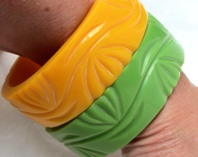 "Set of chunky plastic ""carved"" vine motif Bangle Bracelets ~65 gms of pretty costume jewelry"