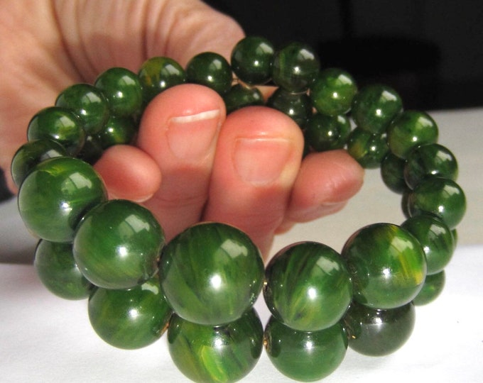 BAKELITE tested Green End-of-the-Day BEADED, Memory wire BRACELET ~30 gms ~one-size-fits-most vintage costume jewelry