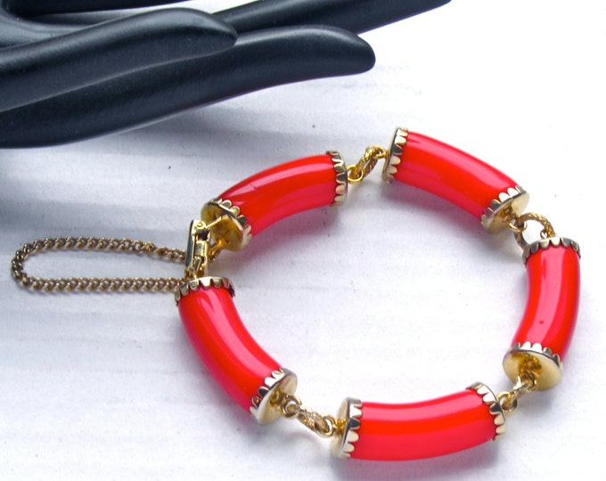 Chunky LIPSTICK RED faux JADE stone link bracelet ~vintage costume jewelry