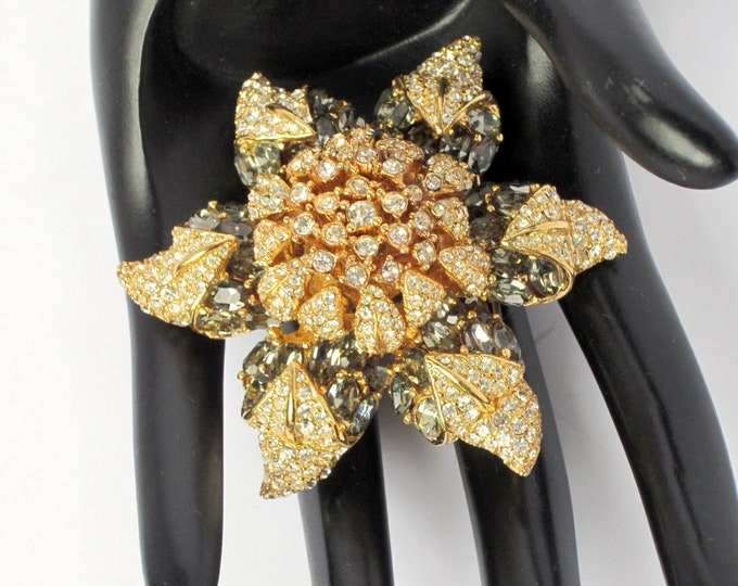 "CINER signed ""starfish"" FLOWER crystal PIN ~awesome, collective vintage costume jewelry"