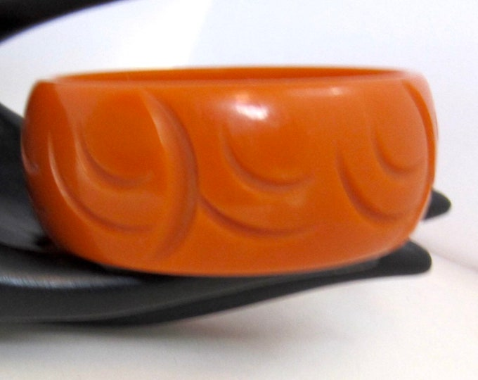 "BAKELITE tested CARVED ""Tera Cotta"" Crescent Moon Bangle Bracelet ~40 gms with 1-1/8"" height ~pretty vintage jewelry"