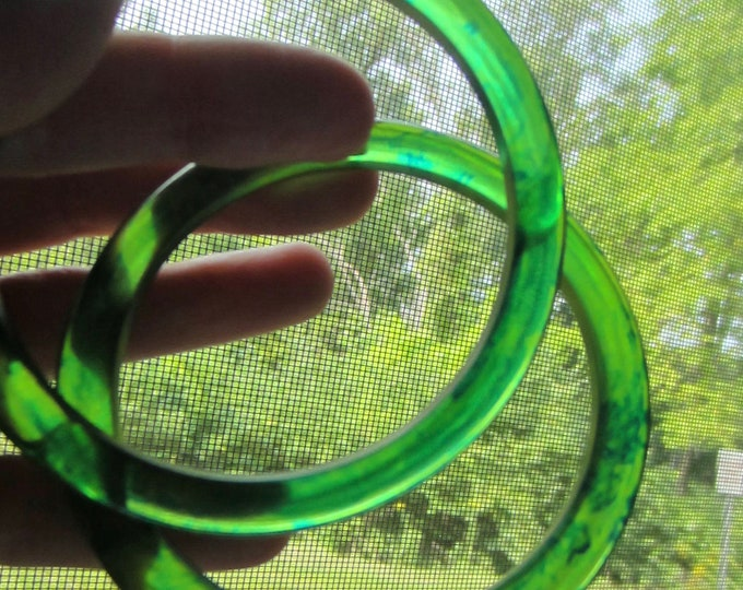 LIME Aqua BAKELiTE tested Bangle Bracelet spacer Set ~20 gms of mesmerizing, early plastic costume jewelry
