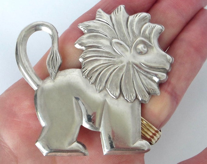 Sterling Silver LION pin ~10 gms of delightful vintage jewelry