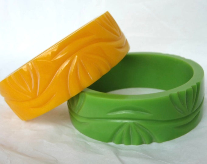 "Set of chunky plastic ""carved"" vine motif Bangle Bracelets ~65 gms of pretty costume jewelry"