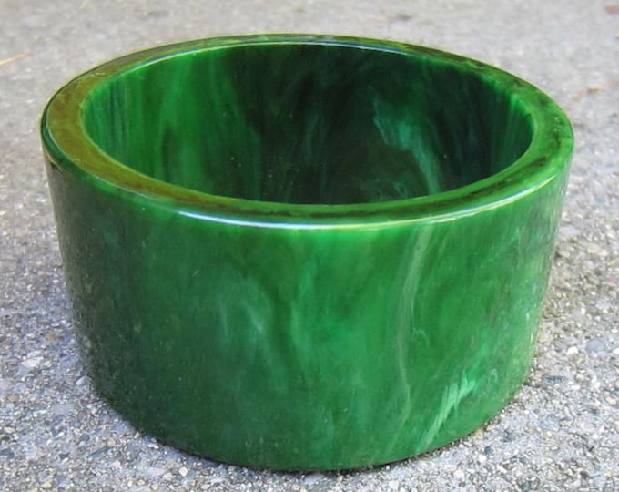 """Bakelite Simi tested thick, chunky, vividly Green, marbled, """"slice cut"""" BANGLE ~68 gms of  AMAZING vintage jewelry"""