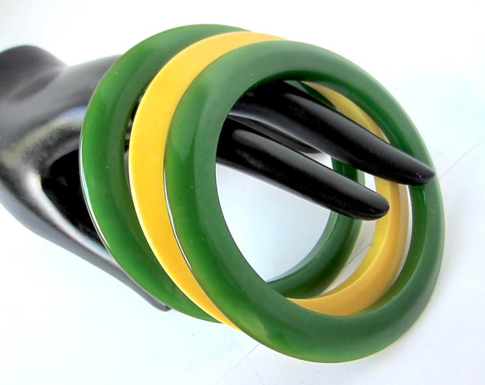 "Bakelite Simi tested Cog/flying saucer shaped (2-Emerald green; 1-""blond"" Bangle Bracelet Set ~44 gms of sleek vintage costume jewelry"