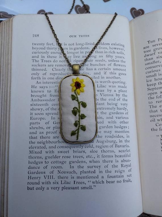 Botanical embroidery roses charm antique bronze pendant necklace