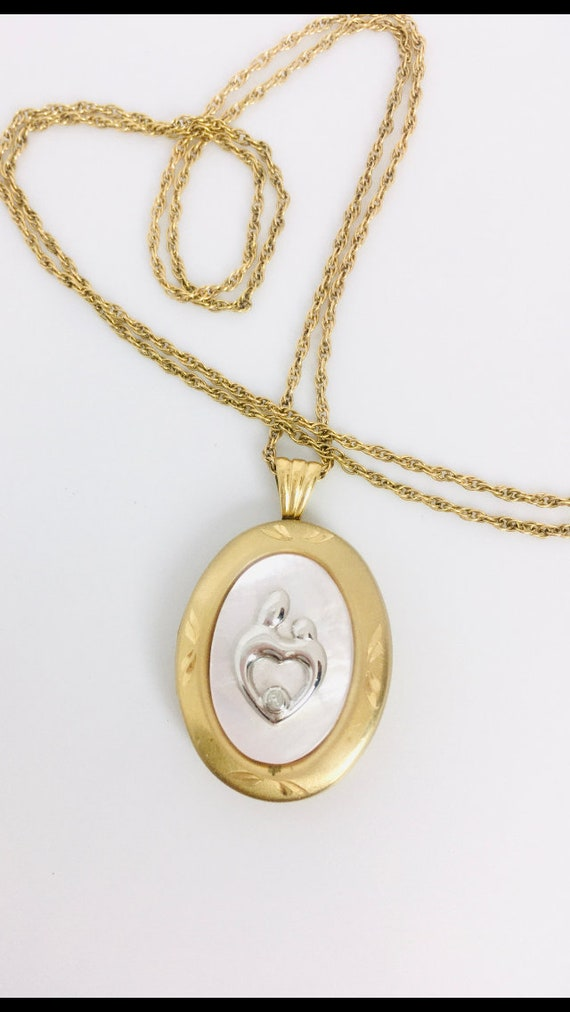 Vintage Gold Fill Locket Pendant / Vintage Mother… - image 4