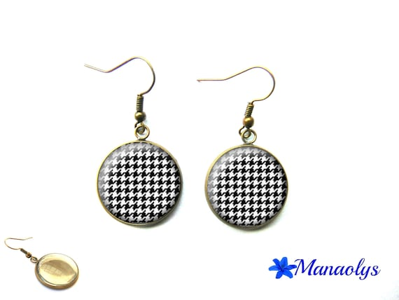 Chicken foot, houndstooth pattern, vintage, bronze, glass 3609 cabochons earrings