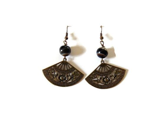 Agate, chalcedony, Pearl, fan, Japan beads and bronze earrings