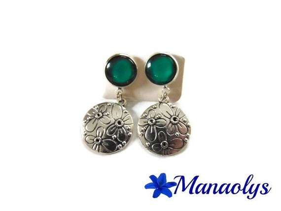 Floral Stud Earrings, silver textured disks, emerald green glass cabochons