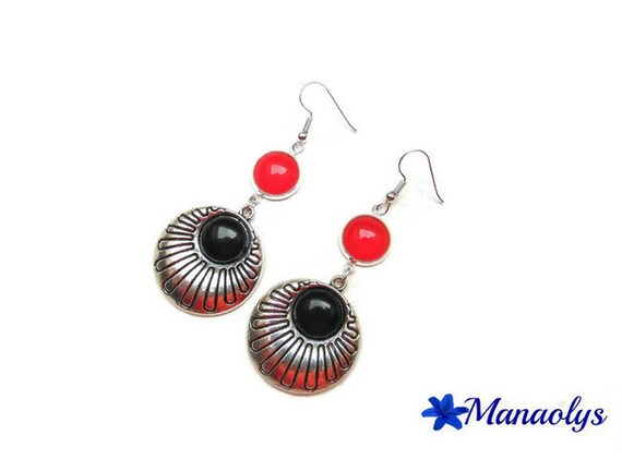 Red and black earrings, glass cabochons and 2475 resin cabochons