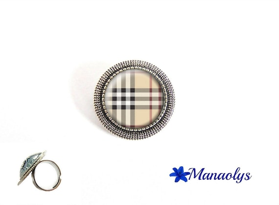 Ring Burberry adjustable round antique silver Burberry patterns, squares, 42 glass cabochons