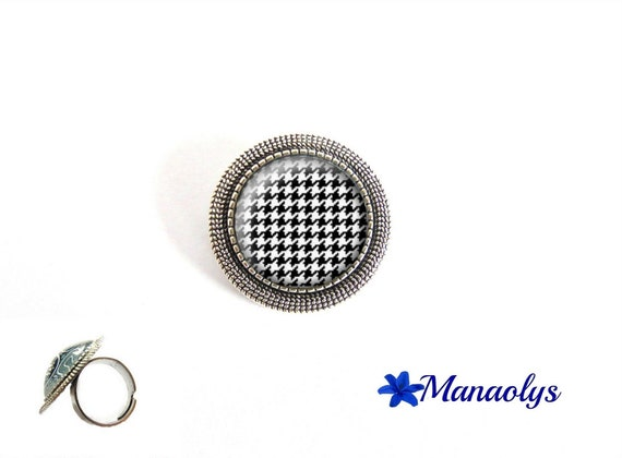 Ring houndstooth adjustable round silver pendent, houndstooth pattern, glass cabochons