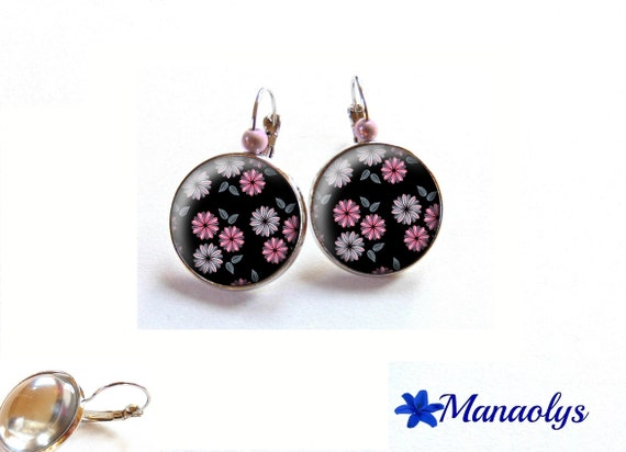 Stud Earrings pink flowers on black glass cabochons, beads magic 3510