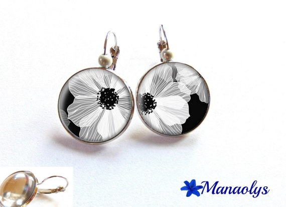 Earrings sleepers white flowers, cabochons glass 2479
