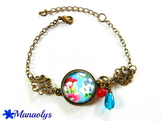 Bracelet cabochon glass flowers on blue background and 138 glass beads