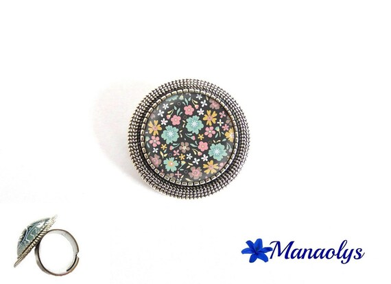 ring adjustable antique silver round, pink, blue and yellow flowers, 192 glass cabochons