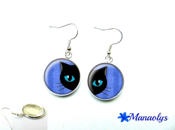 Cat on blue background, 1232 glass cabochons earrings