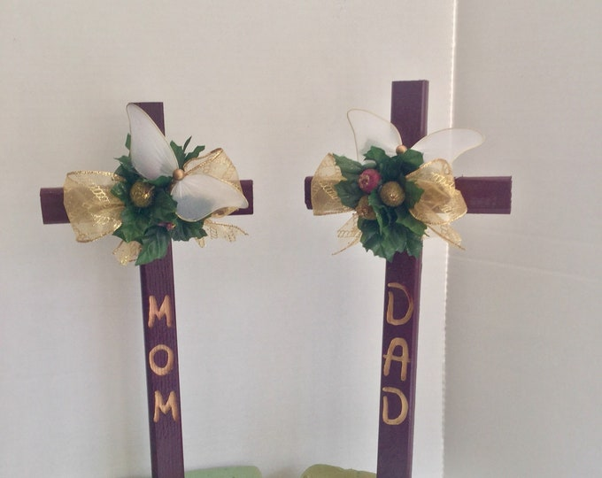 Mom & Dad Christmas Engraved Cemetery Crosses, holiday grave decoration, memorial cross, Christmas Floral Memorial, grave marker