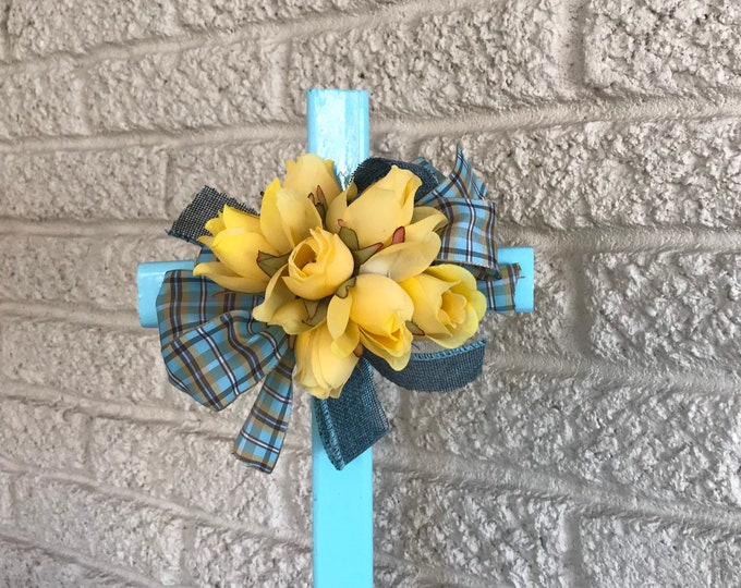 Cemetery cross with flower arrangement, grave memorial, grave decoration, memorial cross, grave marker, wooden cross