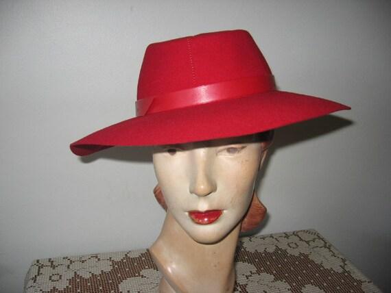 1940's Wool Felt Fedora / Lipstick Red / Betty Co-