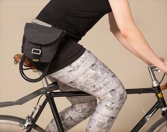 Leggings Papier Journal noir et blanc. Motif collage de publicité de vélo vintage.
