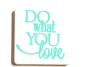 """Tuile aimant de 2 """"x 2"""", lettres de vinyle, carreaux de céramique, aimants en néodyme, aimant frigo, faire ce que vous aimez, énonciations source d'inspiration, amusantes"""