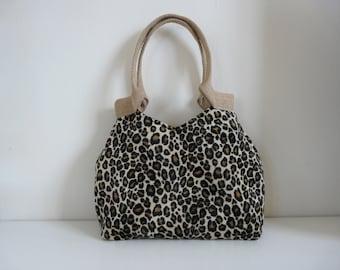 ec9d9375863 Trendy panterprint schoudertas, hippe nep bont handtas, cheetah print tas,  luipaard print tas, imitatiebont handtas, dierenprint, stoere tas
