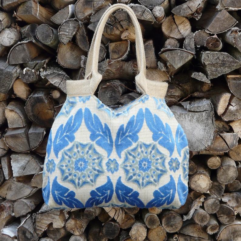 Blauwe schoudertas, hippe handtas, trendy barok damask motief, klassiek motief, velours tas, boho tas, luxe tas, unieke tas, originele tas