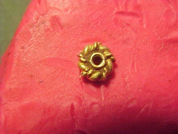Stunning Sasanian gold bead circa 224-642 AD.