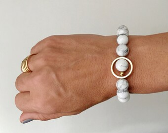 Howlite and gold stretch bracelet, grey and white bracelet, howlite bracelet with gold circle or square