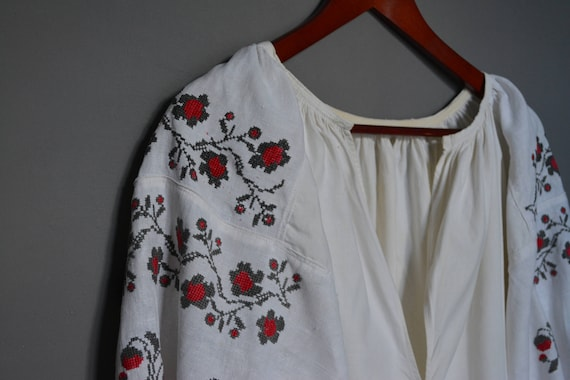 Vintage Ukrainian embroidered shirt - Womens shirt - Vyshyvanka - Handmade embroidered shirt - Embroidered folk dress.