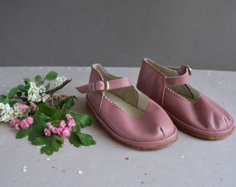 Vintage baby boots - Soviet baby boots - Soviet era - USSR - Pink leather -  Shoes Made in USSR.