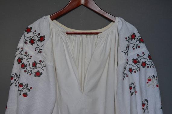 Womens shirt Embroidered folk embroidered Vintage Vyshyvanka dress embroidered shirt Ukrainian shirt Handmade wzzqvn