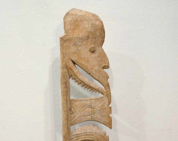 Papua New Guinea Hook Figure One Leg Yipwon Villiage Black Water Lakes