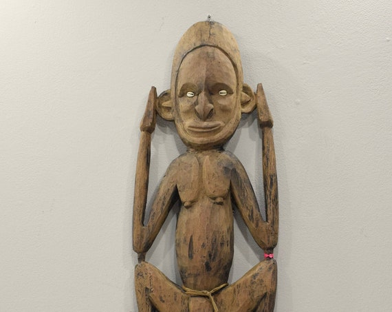 Statue Papua New Guinea Hook
