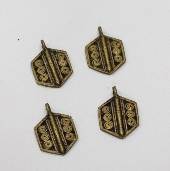 Beads India Naga Brass Pendants 29-30mm