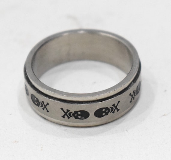 Ring Stainless Steel Skull Cross Bones Spinner Band Ring