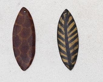 "Beads Spear Wood Animal Print Pendants 3"""