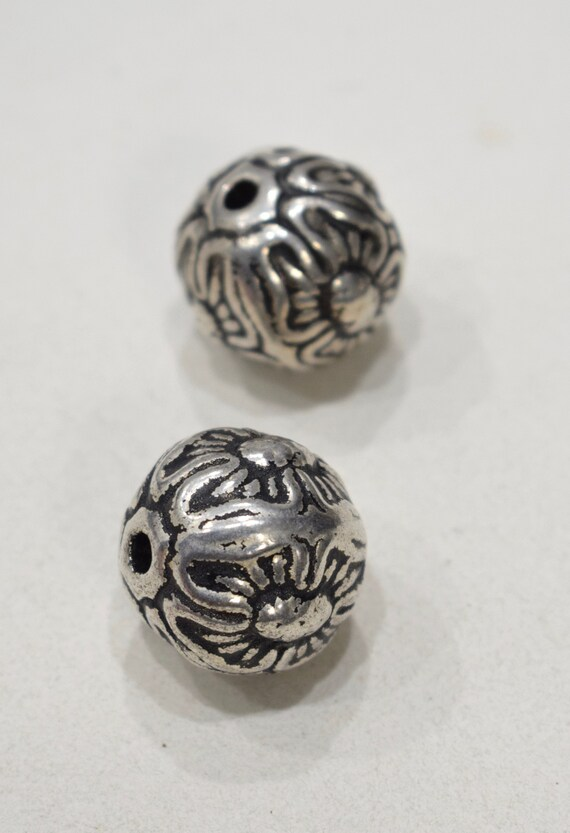 Beads Silver Large Round Flower Beads 25mm