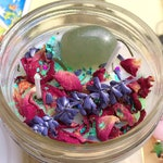 Green Aventurine Healing Crystal Soy Wax Candle -Cinnamon Essential Oil