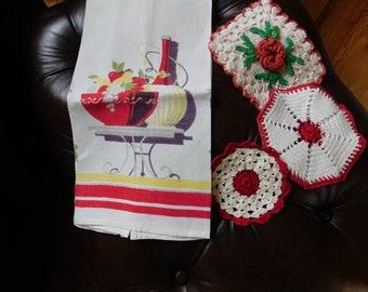 potholder and 2 doilydishcloths..EX condition 1940\u2019s hand crocheted apron